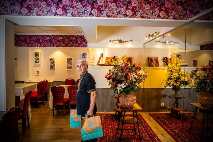 Eigenaar en chef-kok Zainidin Tursun van restaurant Urumqi in Rotterdam.