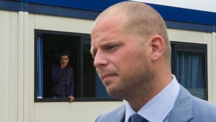 Theo Francken visitant les unités mobiles à Jodoigne.