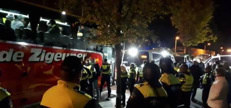 Opgepakte Belgische relschoppers Den Bosch verdacht van openlijke geweldpleging, twee fans vrijgelaten