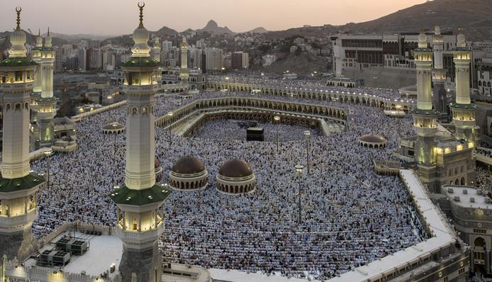 De Kabaa in de heilige plaats Mekka. De stad speelt een grote rol in een nieuwe roman over de oorsprong van de islam.