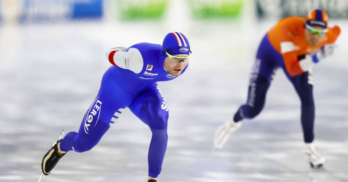 Noorse schaatser Pedersen met traumahelikopter afgevoerd na zwaar fietsongeval.