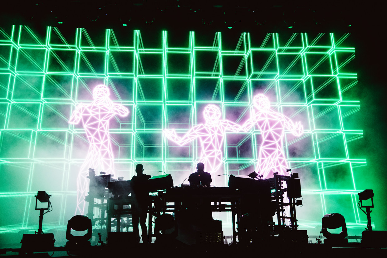 Chemical Brothers op Dour: the brothers work it out. Beeld Francis Vanhee