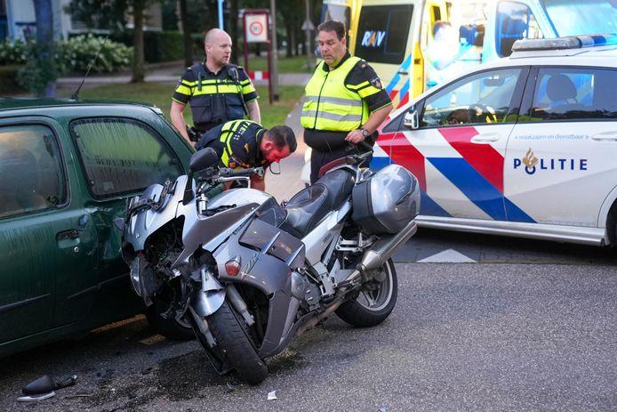 Een auto kwam donderdagochtend in Oss in botsing met een motor.