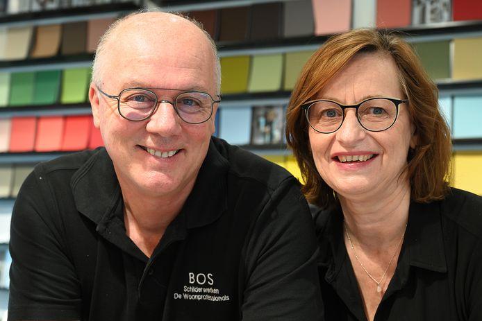 Walter en Marjo Bos van voormalig schildersbedrijf Bos hebben de werkzaamheden verbreed en geven een compleet advies over interieur, kleurstelling, tapijt, raamdecoratie en alles wat met wonen te maken heeft.