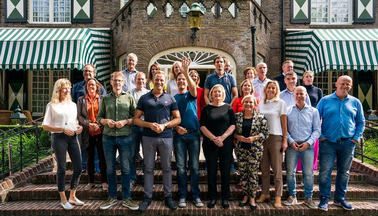 Ministers en staatssecretarissen in Hotel Bos en Ven tijdens de traditionele heidag van het kabinet. Het Brabantse hotel deed in het laatste jaar van de Tweede Wereldoorlog dienst als zenuwcentrum voor het toenmalige kabinet.  Beeld