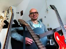 Hoe een 'mooie meneer' met een vetkuif en een gitaar het leven van de jonge John (48) voor altijd veranderde
