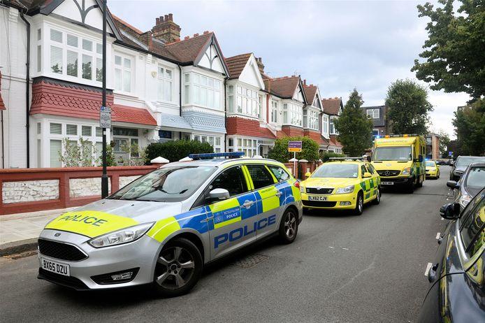 Politiewagen en een ambulances in de Londense wijk Hammersmith.