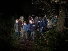 Kinderen ontdekken het nachtleven van dieren tijdens schemerwandeling