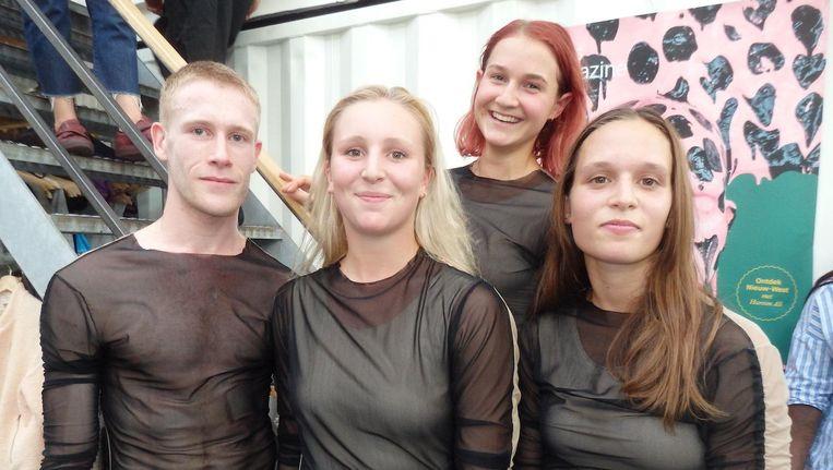 Dansers Edward Lloyd, Maxine van Lishout, Hannah Kriesmair en Sophia Dinkel. De rest kleedt al om Beeld Hans van der Beek