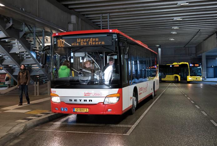De nieuwe bus van Syntus op Utrecht Centraal