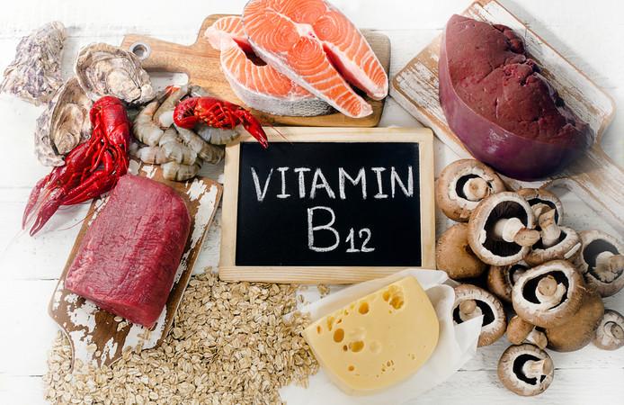 Vitamine B12 zit in vlees, vis en zuivel.