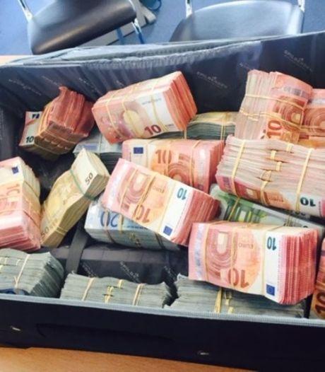 """""""Opgelet, drugsinvoerder heeft 120 kg cocaïne gestolen. Beloning van 100.000 euro, levend of dood"""" Met dossier 'Makreel' komt één van Antwerpens grootste drugsbendes voor rechter"""