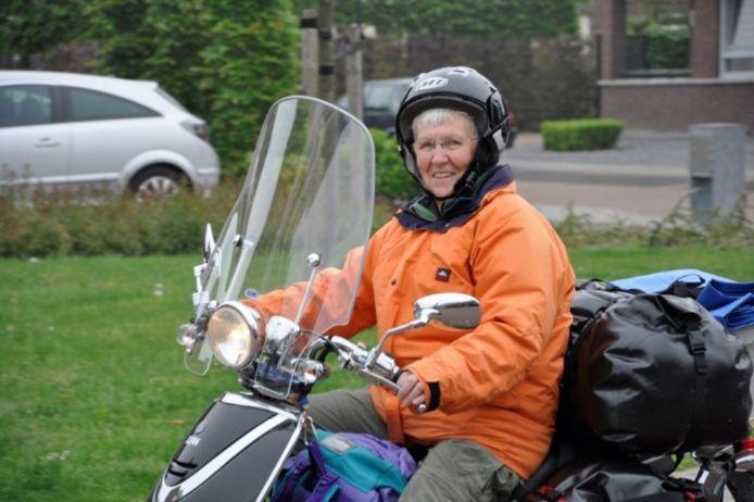Mariet van Zoggel tijdens een eerdere scootervakantie.