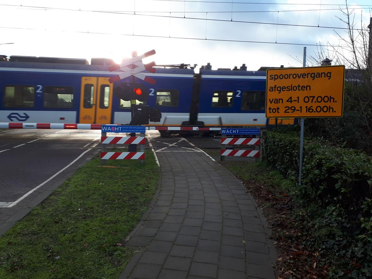 De spoorwegovergang in de Zevenbergseweg is van 4 tot 29 januari afgesloten.