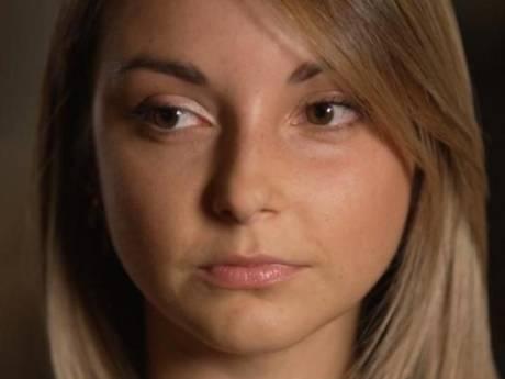 """""""Je prenais 90 laxatifs par jour"""": le témoignage bouleversant de Manon sur l'anorexie"""