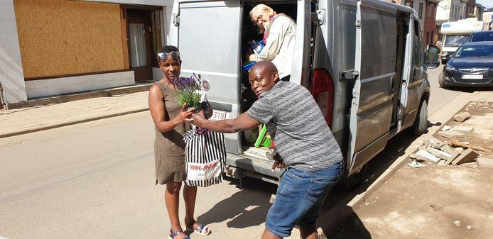 Hulpgoederen en bloemetjes voor slachtoffers Chaudfontaine.