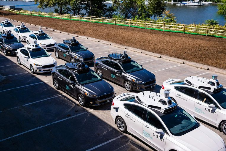 Uber test alvast een reeks zelfrijdende auto's uit die met behulp van camera's en sensoren op het dak gevaren en manoeuvres moeten inschatten (archiefbeeld ter illustratie).