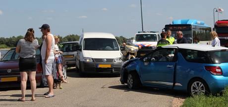 File in Millingen door frontale botsing op Rijndijk