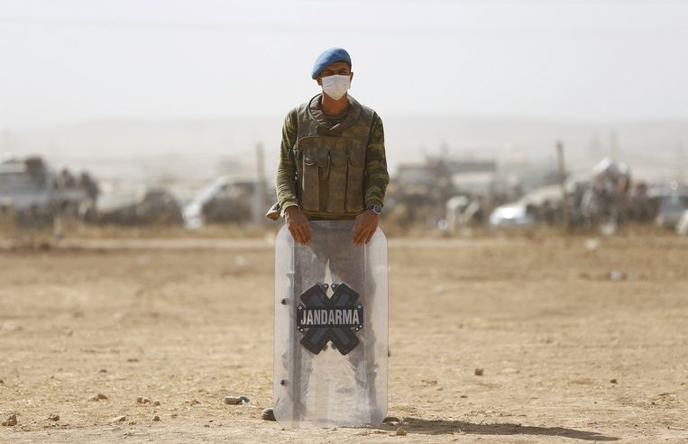 Een Turkse grenspost nabij Suruc, op luttele kilometers van Kobani. Beeld null