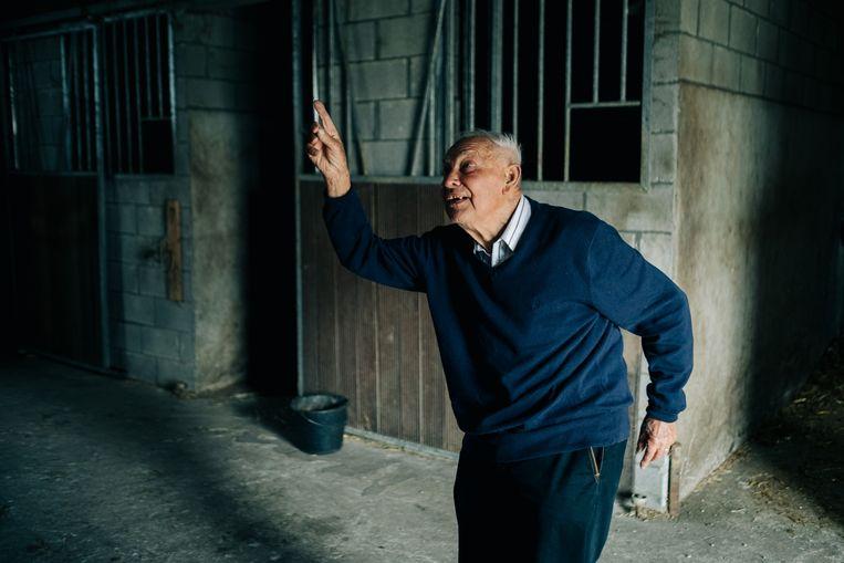 André Somers in de stal. 'Ik was te jong, maar ben toch blij dat ik mijn klein steentje heb kunnen bijdragen.' Beeld Wouter Van Vooren