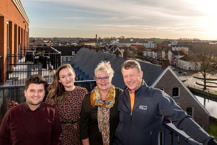Bewoners van Op de Weele zijn vol lof. Van links naar rechts Merijn van der Linden, Eva Egberts, Elly Heijnen, Danny Heijnen.