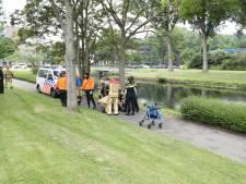 Hulpdiensten rukken uit voor man die met rollator te water ging in Leidschendam