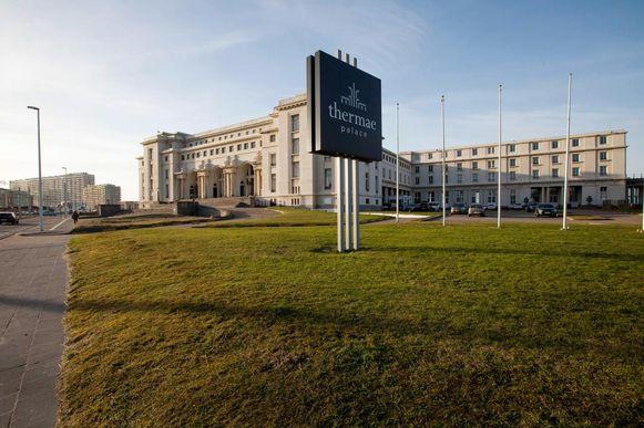 Het Thermae Palace Hotel moet dringend gerenoveerd worden. Twee investeerders zijn kandidaat, maar of er nog voor de verkiezingen een toewijzing komt, lijkt hoogst onzeker.