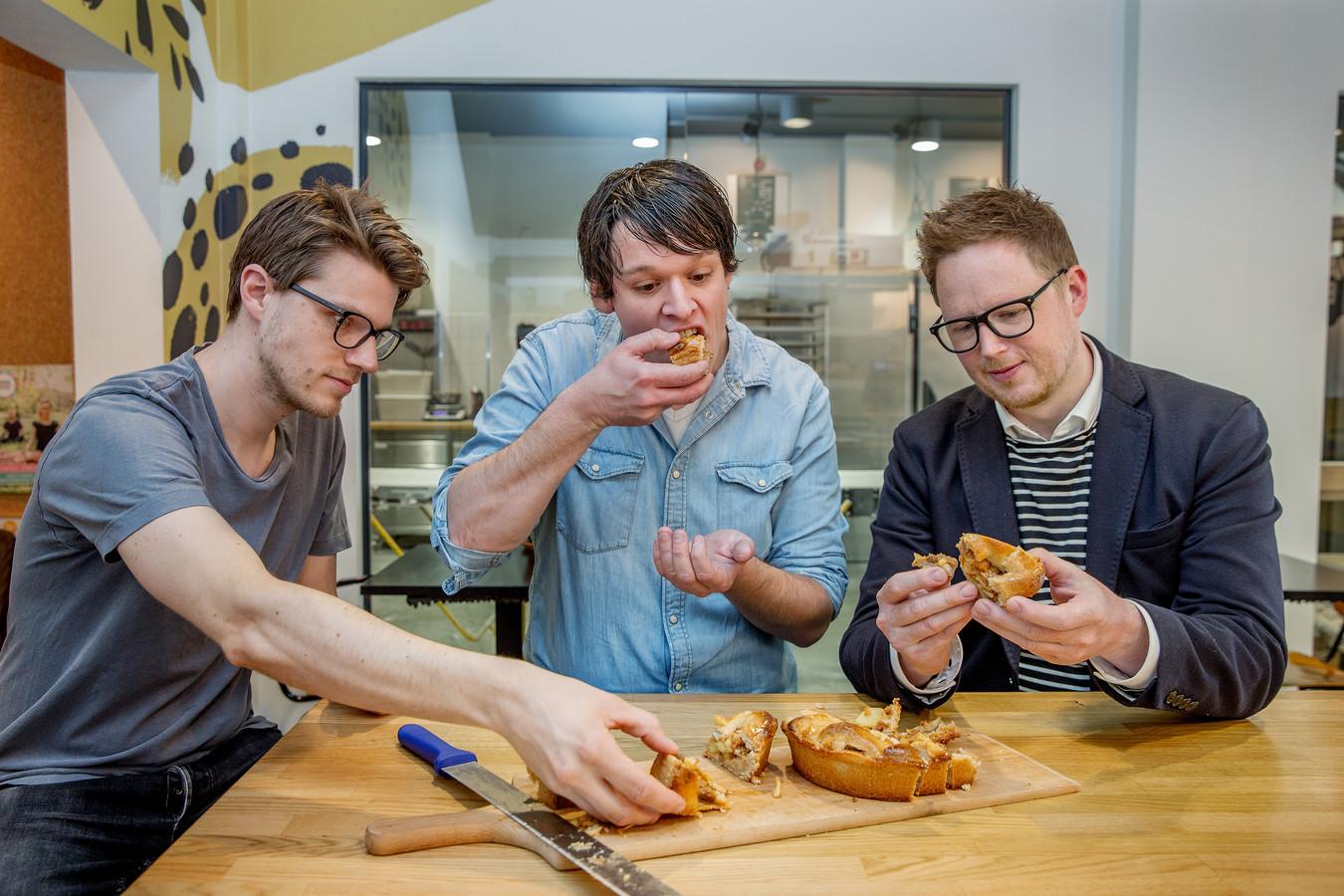 Het panel: Matthijs Boon (31) Bevlogen baktalent. Runt in Hilversum twee bakkerijen voor brood en banket. Rutger van den Broek (33) Bekroonde thuisbakker met eigen blog en zes bakboeken. Waldo Weijsenfeld (37) Drijvende kracht achter Waldo Chocola & Patisserie.
