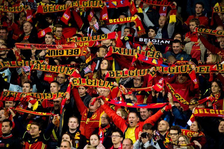 Belgische supporters in de wedstrijd tegen Bosnië-Herzegovina gisteravond. Beeld BELGA