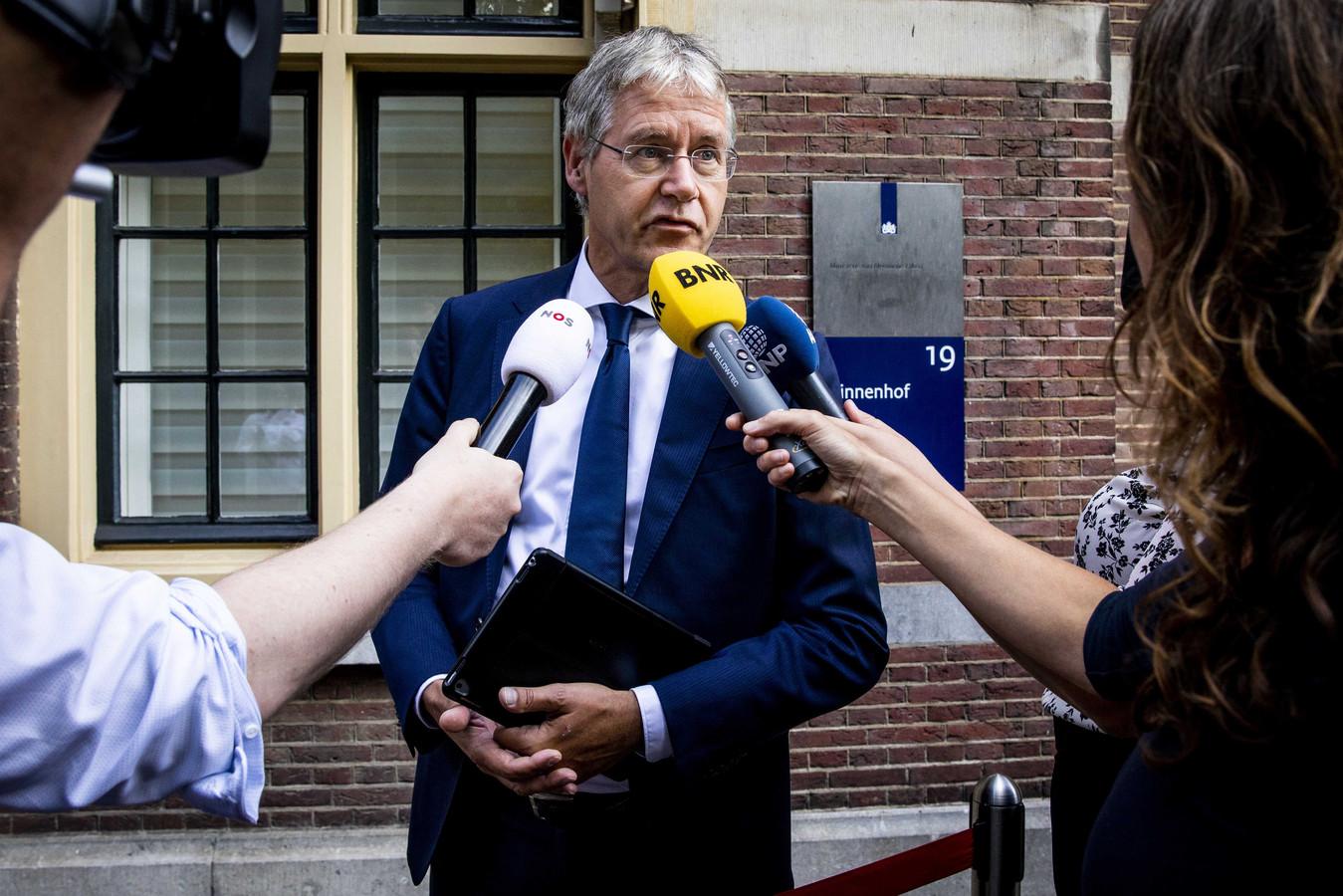 Verantwoordelijk minister Arie Slob moet verder doordrukken dat alle Nederlandse media meedoen aan één nationaal onlineplatform à la Netflix.