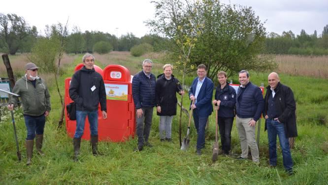 """""""Deponeer je frituurolie in rode OlioBox en help de natuur een handje"""": recyclagebedrijf Quatra sponsort uitbreiding Daknamse meersen"""