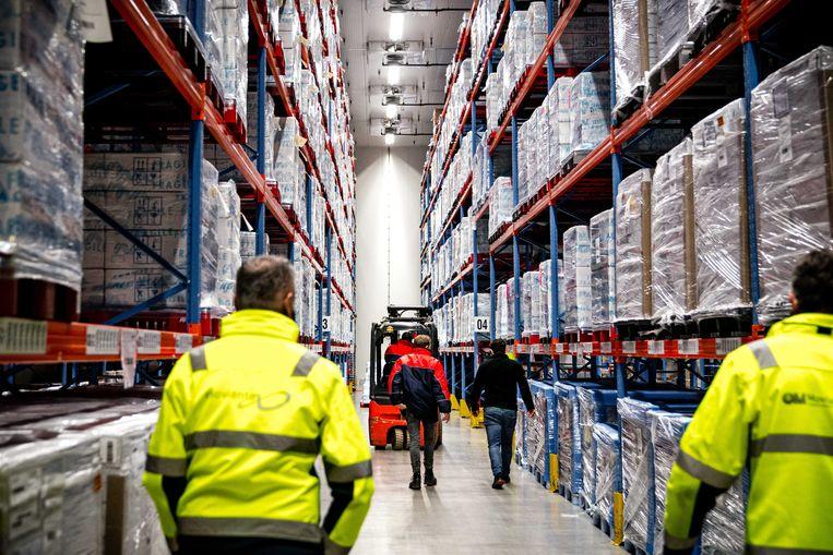 De eerste vaccins van het Amerikaanse bedrijf Moderna werden vorige maand per vrachtwagen bezorgd bij het bedrijf Movianto in Oss. Beeld ANP