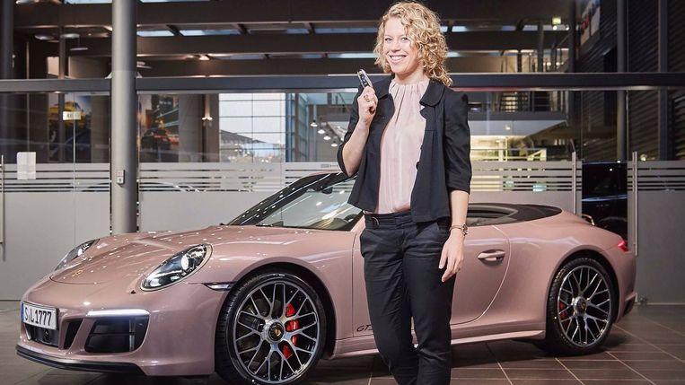 Een Porsche in 'Frozen Berry'-uitvoering. Snel én stereotiep. Beeld rv