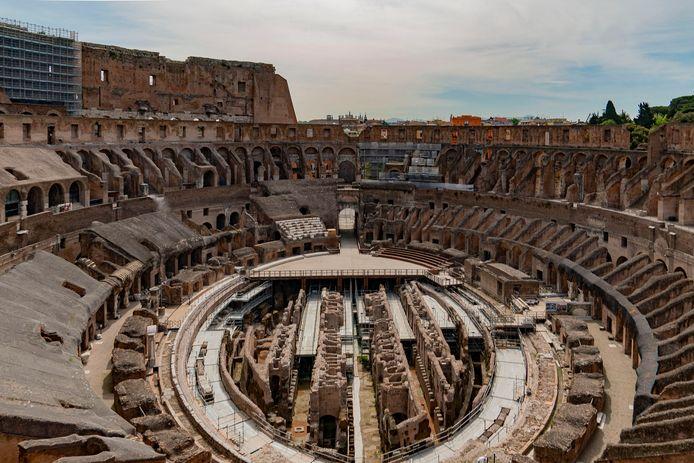 Op deze foto kan je de gangen zien waar de gladiatoren en dieren verbleven.