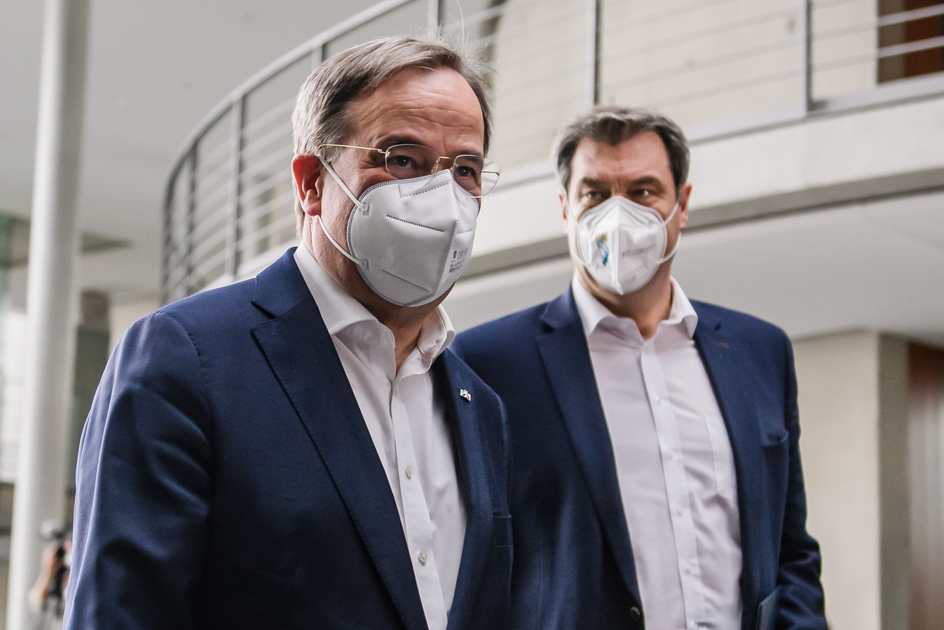 CDU-leider en minister-president van Noordrijn-Westfalen Armin Laschet (L) met  CSU-leider en deelstaatpremier van Beieren Markus Söder.