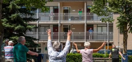 Ouderen in Rosmalen 'zemen' op hun galerij  'Als je niks doet, kun je straks helemaal niet meer lopen'
