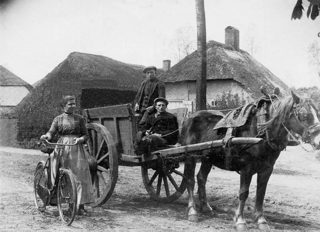 Expositie in gemeentehuis Oosterhout over het oude Boerenleven   Foto    bndestem.nl
