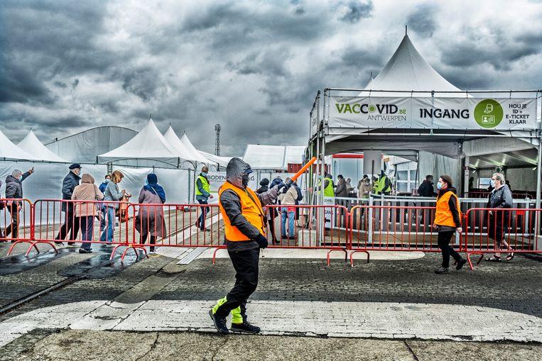 Het vaccinatiecentrum Spoor Oost in Antwerpen. Beeld Tim Dirven