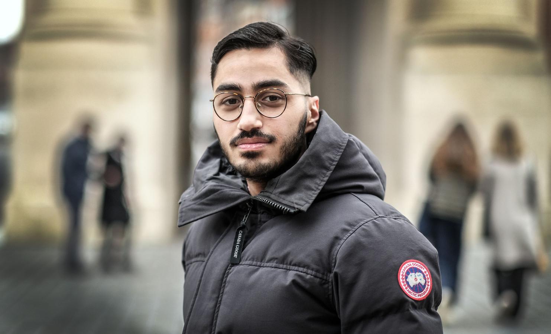 De jonge journalist Alexandro Yaramis belandde drie weken geleden in het ziekenhuis door corona.