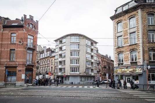 Er zijn sporen van Abrini gevonden op het appartement in Schaarbeek, waar de spijkerbommen voor de aanslag op Zaventem werden gemaakt.