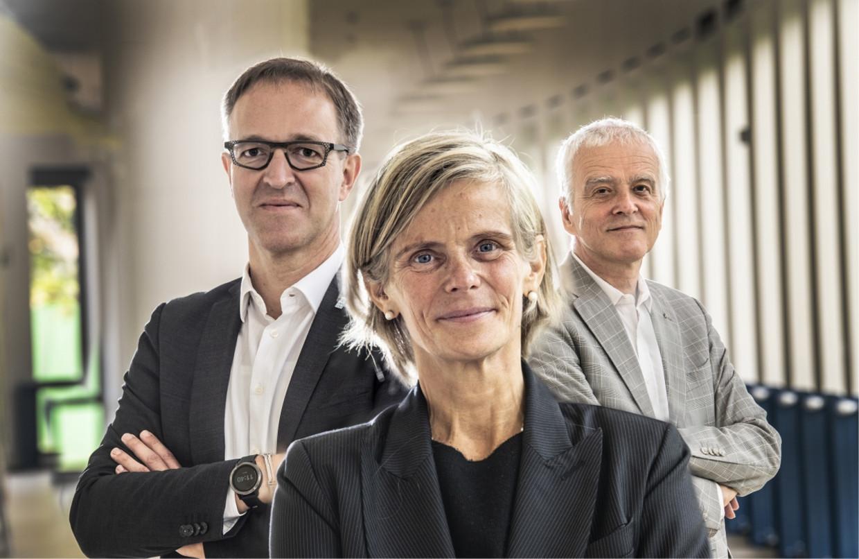 'De 18-jarigen van vandaag kunnen zóveel meer dan wij vroeger.' Van links naar rechts: Rik Van de Walle (UGent), Caroline Pauwels (VUB) en Herman Van Goethem (UAntwerpen). Beeld Marco Mertens