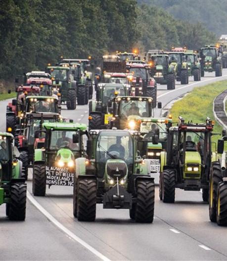 Vijftig boeren uit de Hoeksche Waard uit protest via A29 naar Den Haag