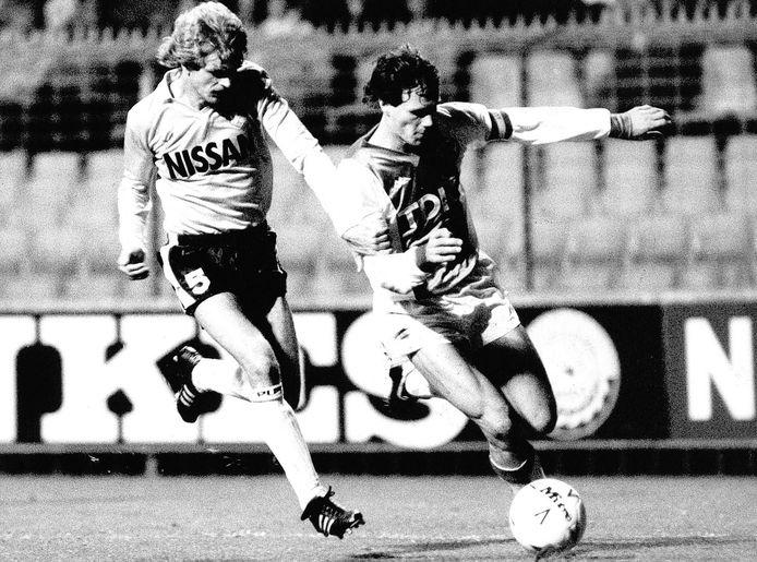 Herman Verrips in duel met Marco van Basten in 1986.  Nu haalt hij vuilnis op.