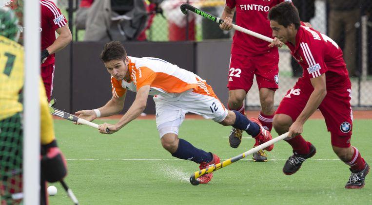 2012-12-04 MELBOURNE -  Robbert Kemperman (L) voor het Belgische doel tijdens de wedstrijd tussen de mannen van Nederland en Belgie (5-4) bij de Champions Trophy hockey in Melbourne. Rechts de Belg Alexander Hendrickx. ANP KOEN SUYK Beeld ANP