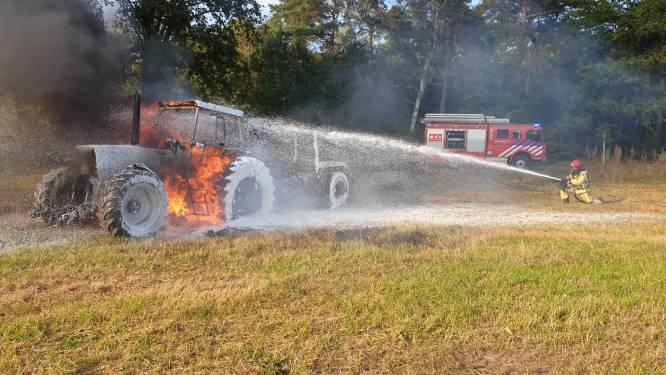 Tractor brandt volledig uit in Bergeijk