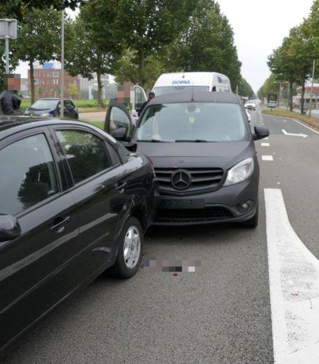 Vier auto's betrokken bij kettingbotsing in Enschede, overig verkeer ondervindt hinder