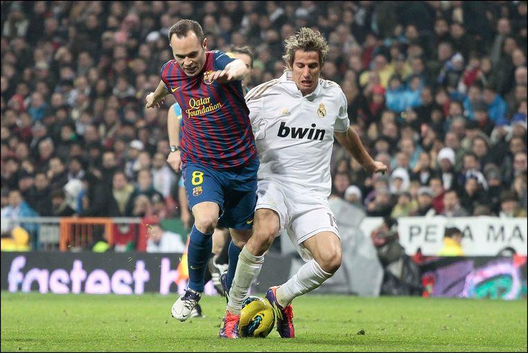 Coentrao (r) hier in duel met Andres Iniesta