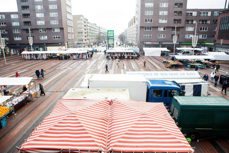 Vanaf 1 januari 2021 zal de weekmarkt in de oude vorm op het Bos en Lommerplein niet meer bestaan. Beeld Niels Blekemolen
