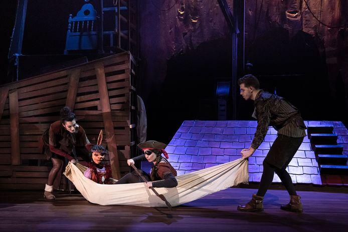 Theater Terra speelt 'Peter Pan'.