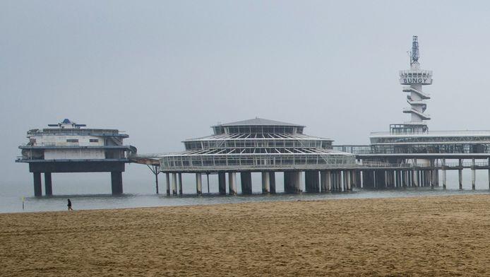 De Scheveningse Pier zoals die er nu bij ligt. Voor het einde van het jaar moet het icoon weer toegankelijk zijn.